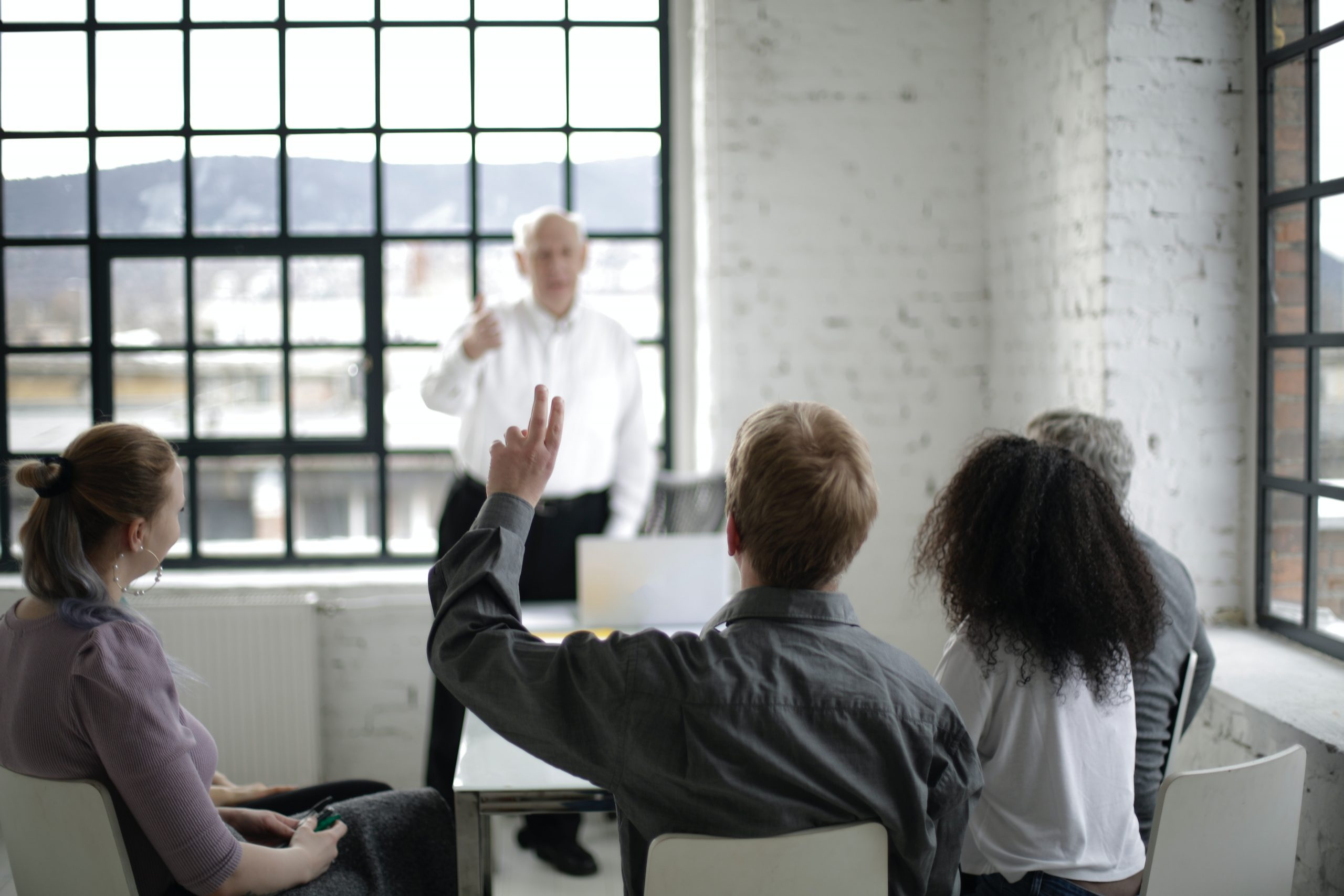 You are currently viewing 6 Ways to Handle Difficult Questions During a Presentation